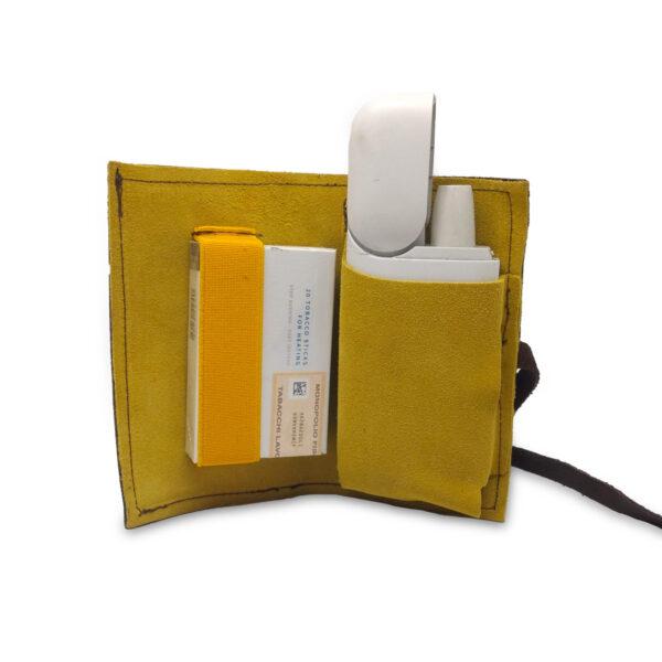 Porta IQOS classico in pelle marrone e interno giallo con laccio