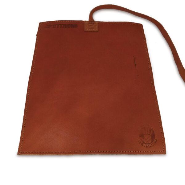 Portatabacco grande in pelle e camoscio color cuoio